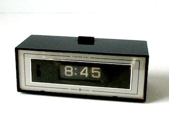 Vintage 1970's GE Lighted Dial Flip Alarm Clock 8142-4  Mid Century Mod Retro Works Great