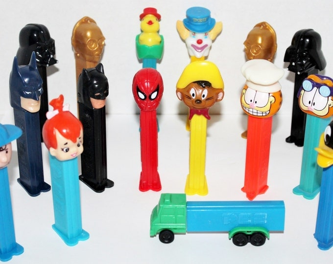 Vintage lot of 16 PEZ Candy Dispensers, Star Wars, Batman, Charlie Brown