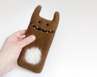 Easter Sale  10% OFF, Wool felted case for iPhone 6, caramel Monster, iPhone 6 sleeve, felted monster case, handmade case, eco-friendly