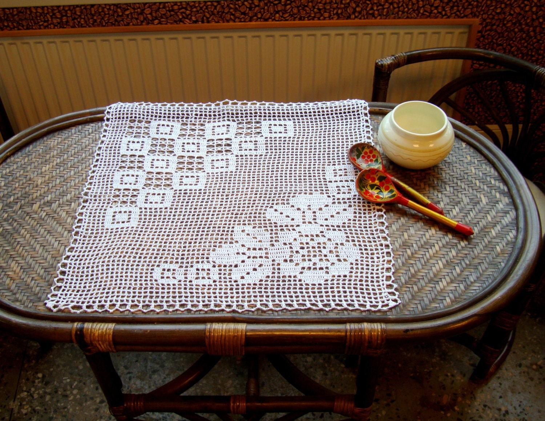 Topper tavolo di filet all 39 uncinetto tovaglia quadrata - Tovaglia tavolo quadrato ...