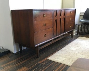 Reserved for Leslie-On SALE-Mid-Century Modern Desirable Broyhill Brasilia 9-drawer walnut dresser