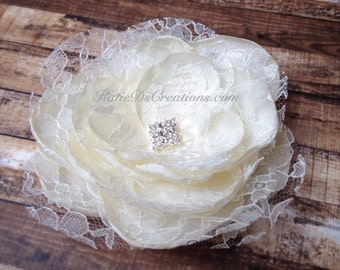 Ivory Lace Bridal Hair Flower / Ivory Lace Broach / Ivory Lace Facinator / Bridal Hair Comb