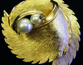 25% Off Storewide Sale Stunning Vintage Gold and Pearls Pin or Brooch
