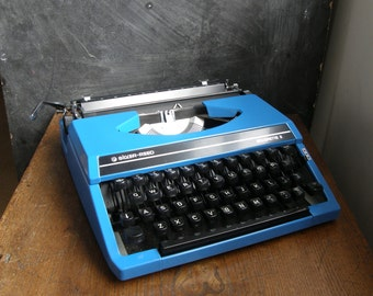 Fab Blue silver reed manual typewriter in superb condition with new ribbon fitted,fully working.Free UK postage