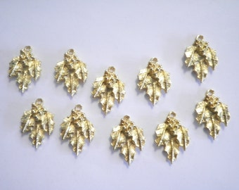 10 Goldplated 16mm Holly Leaf Charms