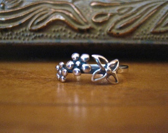 SALE Dainty Vintage 925 Sterling Silver Flower Ring