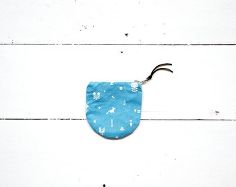 Strikke coin purse - small curved size blue
