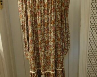 1960s peasant hippie dress Woodstock style paisley figured one size long sleeve no waist ruffle hem
