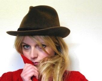 The Hazelnut Velvets Vintage 50 Hat