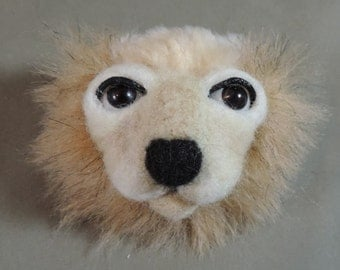 Pin/Brooch Artist Lion head, Tan and cream, OOAK faux fur and needle felted face
