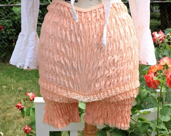 Vintage Bloomers, Peach Color, Size Small, Size Medium, 1970's Bloomers, Lingere, Lace Bloomers, Ruffles