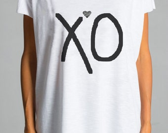 "NEW COLLECTION  White Cotton  "" XO "" Tee / HandMade Oversize White  T-Shirt / Casual top by Aakasha Top, (0186) A22400"