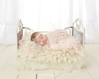hand felted dreamy mat, simply from cream wool , newborn Photo prop, baby hat, vintage girl