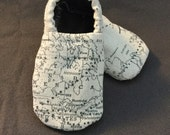 World Traveler Crib Shoes, Soft Sole, Baby Booties, Boy, Girl, Gender Neutral, Oh the places you'll go, Vintage, Nautical, Map, Plane