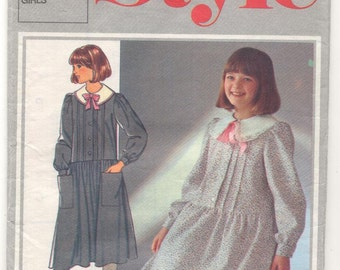 Style 4456 Girls Dress Vintage Sewing Pattern.