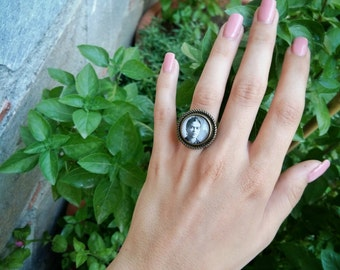 Mexican painter ring,Adjustable Frida ring,Gift for a painter art student,Frida jewelry,Glass dome ring, Frida photo by Guillermo Kahlo 1932