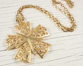 Large Crown Trifari Gold Tone Star Pendant (vintage retro 50s 60s signed big medallion necklace christmas holiday statement pretty)