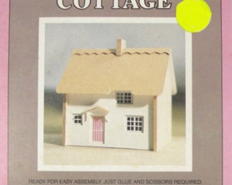 Miniature Thatched Cottage in HO/OO Kit (JSJ)
