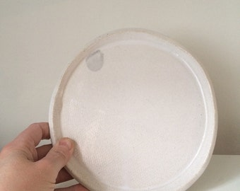 "textured plate in gloss white  6.5"" diameter - tapas - side plate"