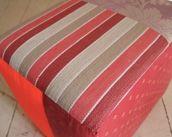 Pouf lined with taffeta damask with purple and orange flowers!