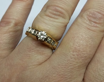 14kt yellowgold diamond center.28pts/ side.06pts  very classy engagement ring