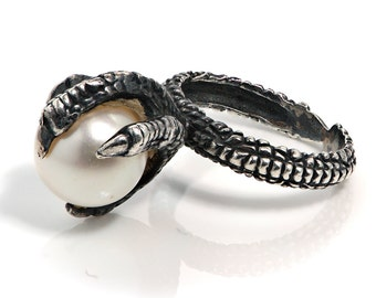 Clutch The Pearl Claw Ring in Sterling Silver