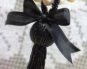 Black beaded tassel/Vintage