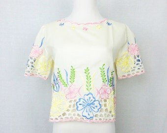 Vintage Top/ Cream Colorful Embroidered Short Sleeve/ Small