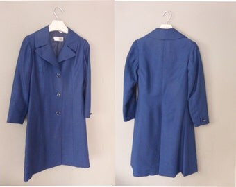 70s silk coat. XS size. Classy blue shantung spring/summer tailored coat, fully lined. Made in Greece. In perfect vintage condition.