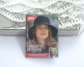 dollhouse French  magazine 12th scale miniature