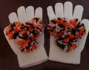 CLEVELAND BROWNS  - Team Spirit Knit gloves in white with pompoms in brown, orange and white.  Wear to the Cleveland game. Go Browns!