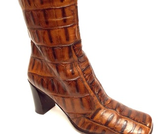 Vintage VIA SPIGA Size 7 1/2 Cognac Brown Alligator Print Leather Ankle Boots Italy 7.5