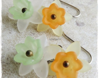 Mini Daffodil earrings, Daffodil drop earrings, Narsissi earrings, Jonquil earrings, Spring flower earrings