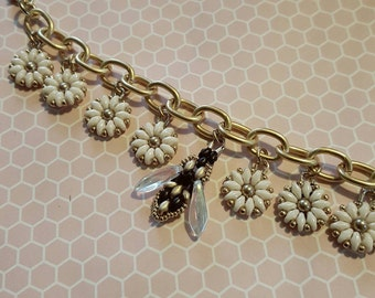 Flowers and Bee Gold Charm Bracelet; beaded superduo daisies bumblebee chain