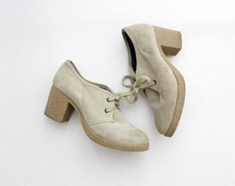 Vintage Shoes // Beige Suede Oxford Heels