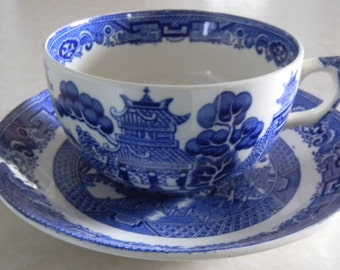 Blue Willow, Blue Willow China, Blue and White China, Blue Transferware, Asian Chinoiserie, Mid Century China, 1950's Kitchenware