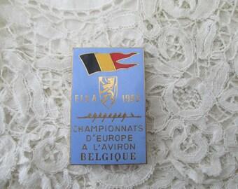 Old enamel brooch/badge