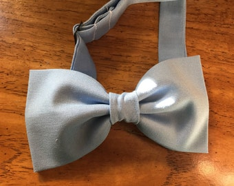 Powder blue, light blue, dusty blue pre-tied bow tie with adjustable strap // Wedding, groomsmen accessories