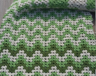 Baby blanket with Chevron pattern