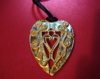 Intricate Large Heart Pendant on BLACK VELVET Cord Necklace A+ Condition Wonderful and Unusual Gift #36