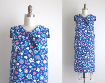 1960s Dress / Vintage 1960s Shift Dress / Deadstock Novelty Print Dress