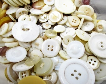 330 Cream-colored, White, Pearlized and Yellow Buttons