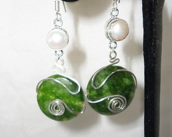 A Splendid Round Faceted Emeralds Pearl Earrings******.