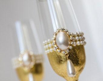 Personalized Wedding Champagne Glasses, Wedding Toasting Glasses, Gold Champagne Flutes, Vintage Wedding Glasses Set fo Mr and Mrs  2pcs