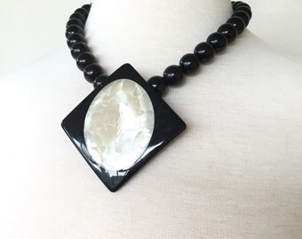 Art Deco Mother of pearl necklace