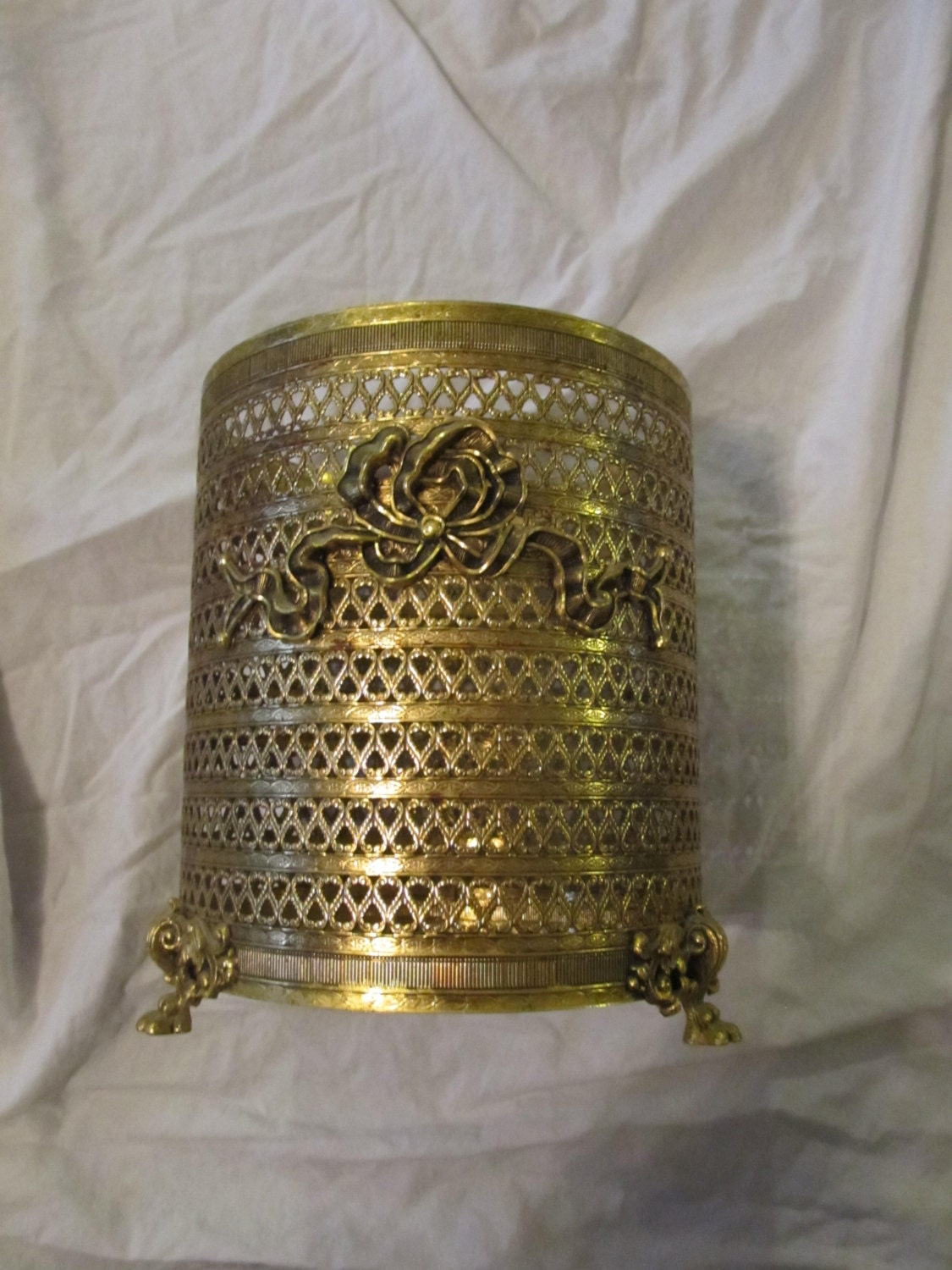 Claw footed filigree brass wastebasket cover bathroom decor for Covered bathroom wastebasket