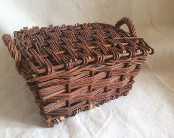 Small rattan oyster basket