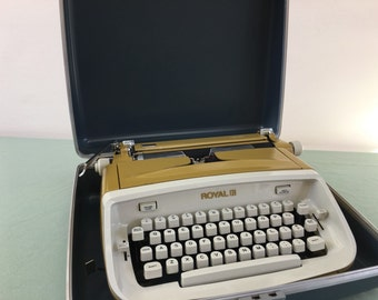 SALE Reconditioned Royal Safari Typewriter, 1960s, Mid Century #3 Works Free Shipping
