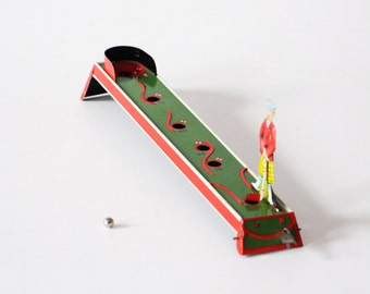 Vintage 1970s golf tin toy mechanical metal game with balls