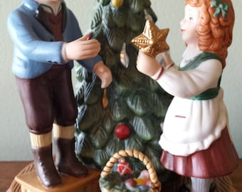 """Avon Christmas Memories Collectible, """"Keeping the Christmas Tradition""""  1982 Second Edition"""